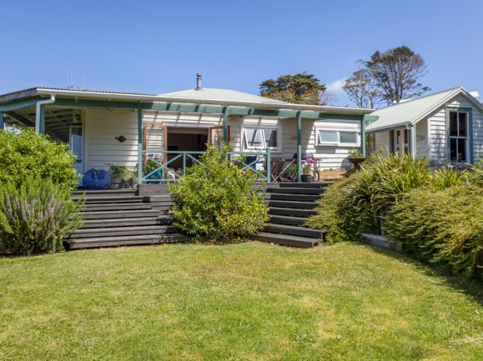 31-colonel-mould-drive-mangonui