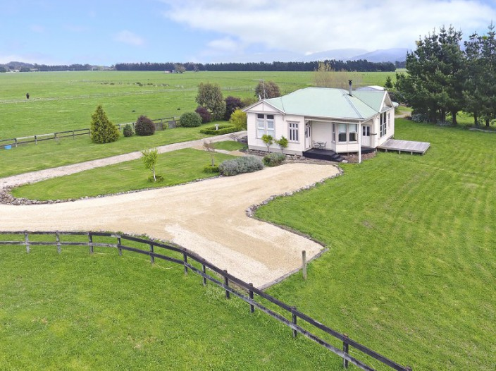 56-camp-road-featherston