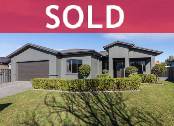 8 Heynes Place, Clive